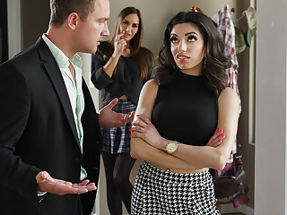 foot fetish big tits Darcie Dolce & Desiree Dulce & Van Wylde in Stepsibling Rivalry - BRAZZERS