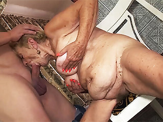 granny amateur sex with a 89 years old grandma