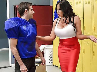 milf big tits Fat nurse fucked sexy athlete right in the locker room on the bench...